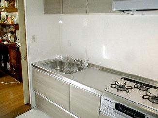 キッチンリフォーム 無駄なくコンパクトになった、使いやすく明るいキッチン
