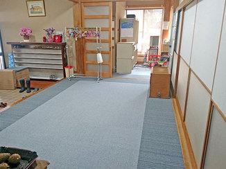 内装リフォーム アクセントをつけ、シンプルながらもオシャレな雰囲気のカーペット