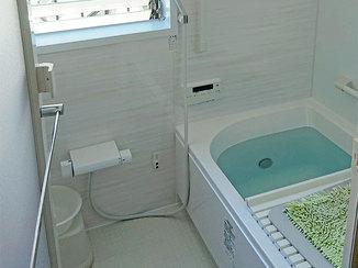 バスルームリフォーム 足腰が悪い高齢の方でも入浴しやすいバリアフリーのユニットバス