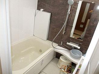 バスルームリフォーム 広くなった浴槽と洗面器で快適に使える浴室・洗面