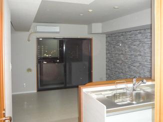 キッチンリフォーム ニオイを徹底的に取り除き、快適な最新スタイルのマンションに