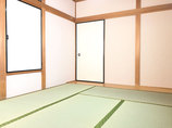 内装リフォーム和室を明るく快適に保つ珪藻土の壁